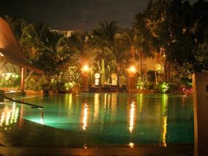 Pattaya allasalue yövalaistuksessa.